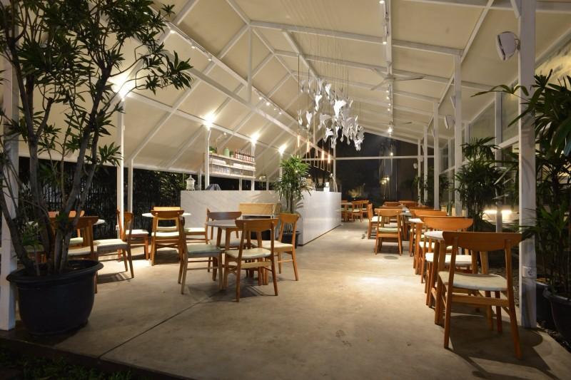 Malaka hotel bandung quality on a budget restaurant malaka hotel bandung indonesia junglespirit Image collections