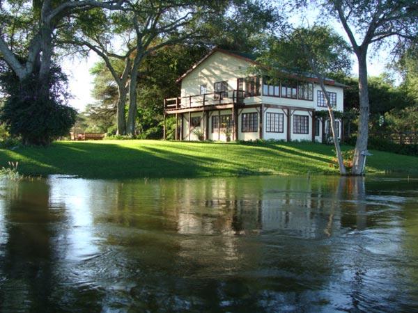 Awesome ... River House   Kayube Zambezi River House