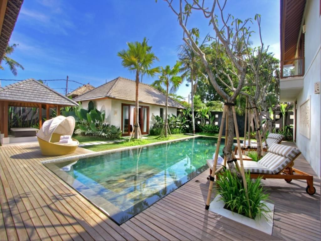 Tropical Private Garden & Pool