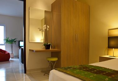 Room Eazy Suites Hotel