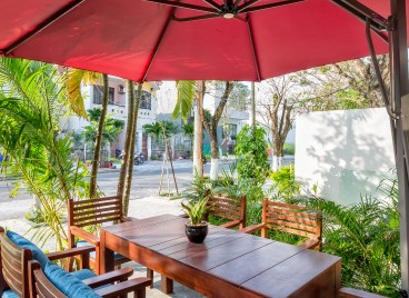 Outside cafe - HAKA Hotel & Apartment, Danang