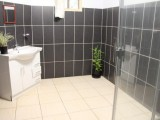 Double Room Bathroom | Paray Lodge | Port Vila, Vanuatu