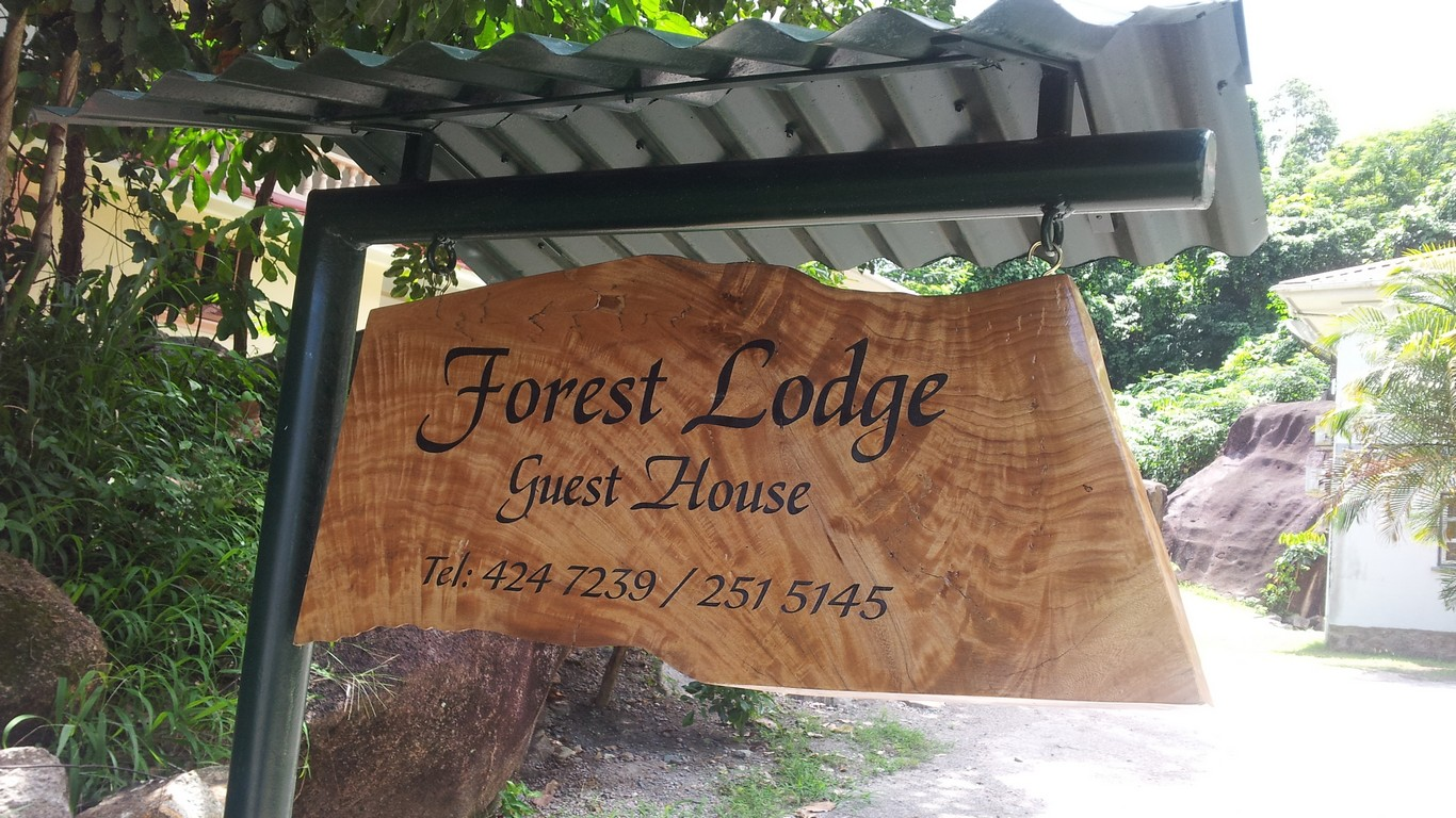 Forest Lodge - Banner