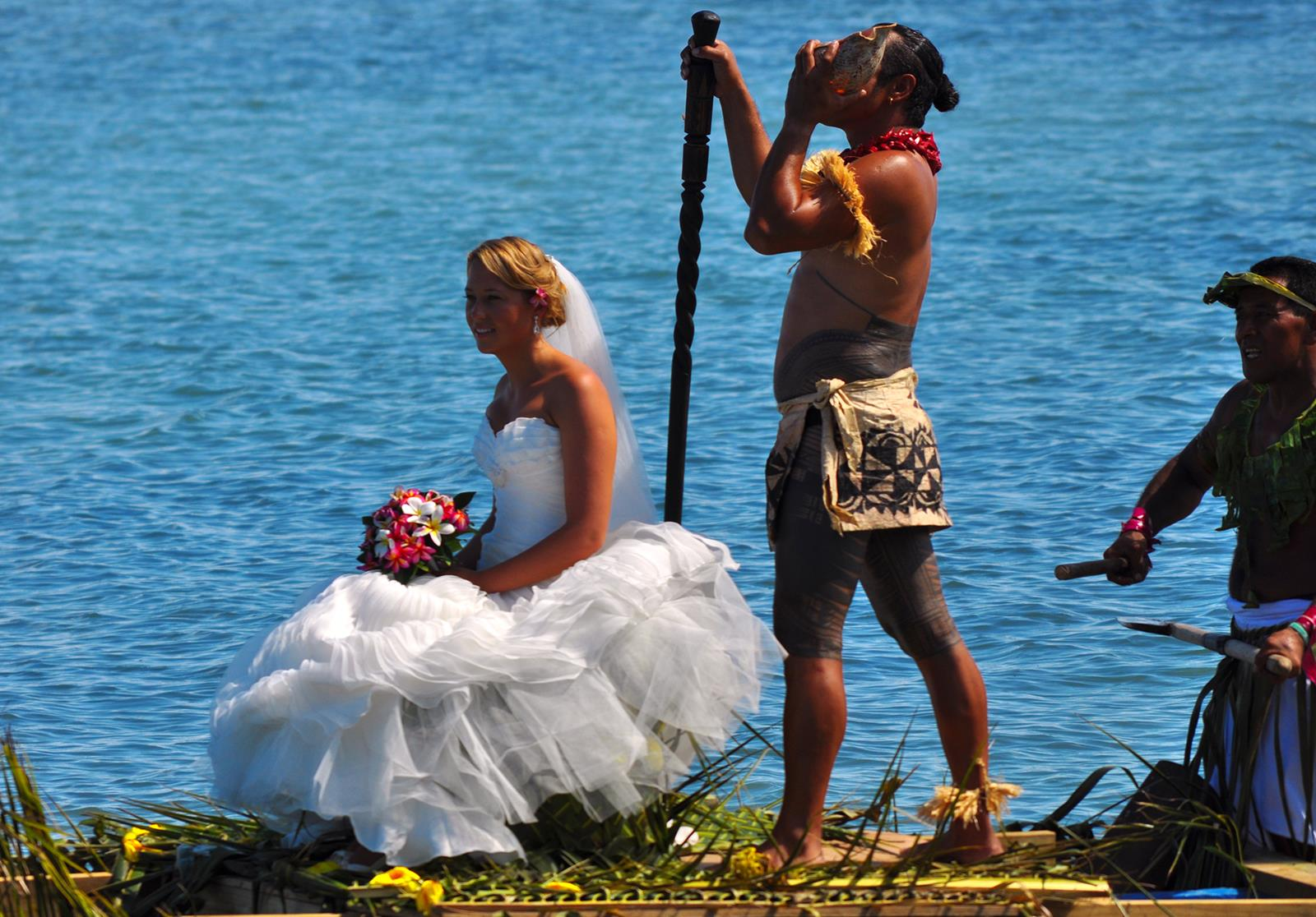 Bride on Canoe - Le Vasa Resort - Samoa