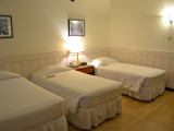 Standard triple bed room - West Plaza Hotel Downtown - Palau - West Plaza Hotel Downtown - Palau